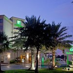 Holiday Inn Hobby Airport Hotel Exterior