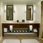 Tradewinds Governor's Suite Bathroom