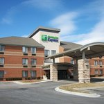 Holiday Inn Express Detroit Metro Airport