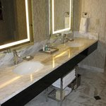 Skyline Marquee Suite - Bathroom
