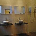 Deluxe Room Bathroom (ground floor)