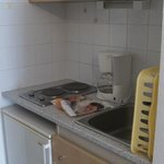 The kitchenette was clean and well equipped. Dish cloths and soap were supplied.