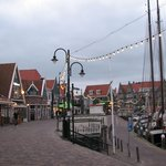 Volendam - de haven met restaurantjes