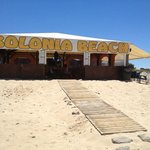 Beach restaurant and bar 20m from apto.