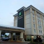 Holiday Inn Express Hampton Coliseum Central resmi