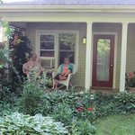 Photo de Hidden Garden Cottages & Suites