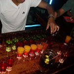 Os free shots servidos no bar