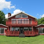 North Shire Lodge & Mountain View Pub in Manchester, Vermont featuring 14 Chalet style rooms wit