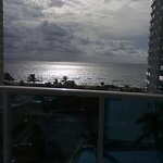 vista do quarto para o mar ao entardecer....lovely