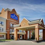 Lakeview Inn & Suites Brooks