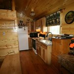 Bear's Den Cabin kitchen