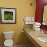 Photo de Courtyard by Marriott Long Island MacArthur Airport