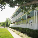 An Orchard Inn & Suites