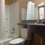 Photo de Microtel Inn & Suites by Wyndham Bentonville