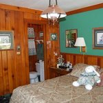 PIne Hill Motel room