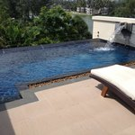 Roof top pool villa - lagoon view