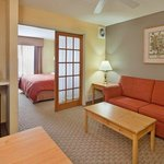 CountryInn&Suites Bloomington  GuestRoom