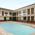 Photo de Travelodge Inn & Suites Fayetteville