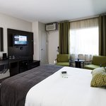 Renovated Deluxe Room With 1 Queen Beds