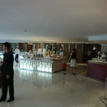 The Lakeview Hotel resmi