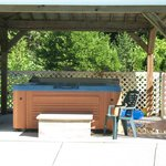 7 seater hot tub with wooden canopy