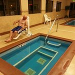 Access for people with disabilities in hot tub and pool
