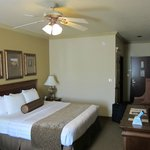 Photo de BEST WESTERN PLUS Crown Colony Inn & Suites