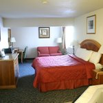 Photo de American Inn & Suites Ionia