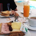 Breakfast buffet with freshly-squeezed juice!!!