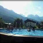 in piscina sotto le cime carniche