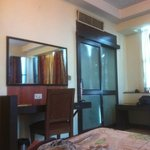 nice big room. AC is gud. view is also noteworthy. all in all a nice n frnfly envirnment, not mu