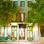 Located in the very heart of historic Charleston, Planters Inn is a reflection of its unique loc