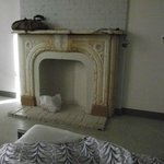 Room with cosy 'fireplace'...