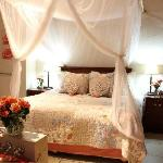 Bella Rose Honeymoon Suite