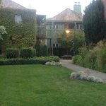 Vintage Inn - Interior Courtyard - Aug2013