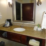 Photo de Holiday Inn Express Hotel & Suites Youngstown W - I-80 Niles Area