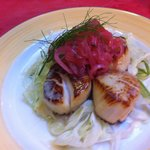 Fresh diver scallops with pickled red onion and fresh fennel