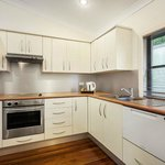 Racecourse Rd Apartment-Kitchen