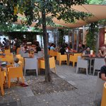 Cortile_Breakfast