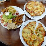 Sharing plate and pizzas
