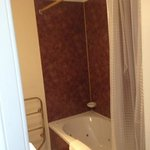 ensuite spa bath with shower