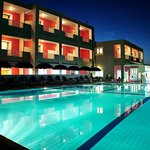 Dados Hotel by night