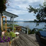 Quadra Island Harbour House B&B resmi