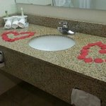 honeymoon suite bathroom