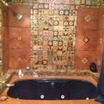 Amazing bathtub/bathroom in Kipling room!