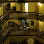 Photo de Embassy Suites Portland - Washington Square Hotel