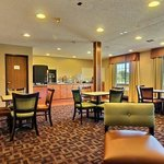 Lexington Triad Inn resmi