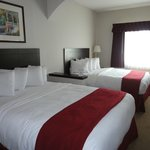 Quality Inn Grand Suites resmi