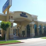 Photo de BEST WESTERN Woodland Hills Inn