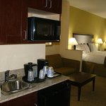 Фотография Holiday Inn Express Hotel & Suites Brownfield